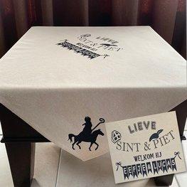 Tafelkleed katoen lieve Sint & Piet welkom bij | Met naam | 100 x 100 | Rosami | Sinterklaas