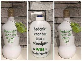 Voordeelset Juf & Meester cadeau   2 x fles klok groen + 1 x zeeppomp