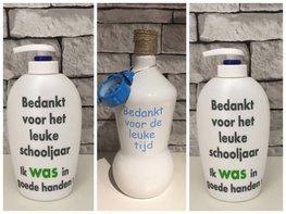 Voordeelset Juf & Meester cadeau | 1 x fles klok blauw + 2 x zeeppomp