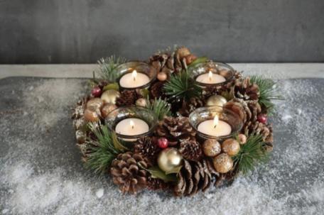 Kerstkrans 26 cm rond gold look met 4 theelichthouders & dennenappels | NFT-85933 | La Galleria