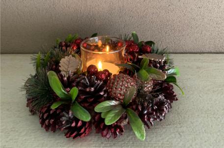 Kerstkrans / stuk 25 cm rond bordeaux rood 1 theelichthouder & dennenappels groen blad | NFT-85064 | La Galleria