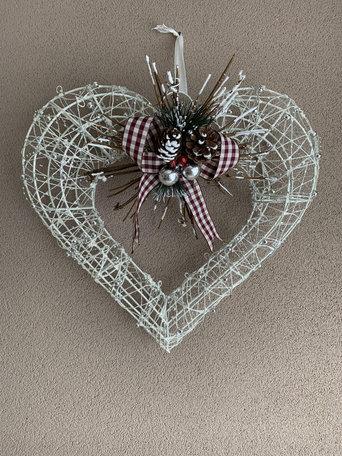 Kerstkrans vorm wit hart hanger met strik en decoratie zilveren kraaltjes 40 cm | JIF-52638 | La Galleria