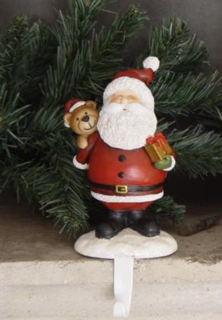 Kerstsok houder lachende kerstman met cadeautje en beer op zijn schouder 15 cm | TPI-76531| La Galleria
